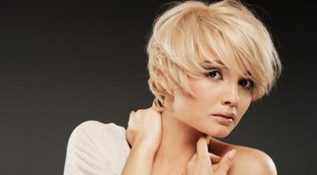 Прически для коротких волос на каждый день. Несколько способов сделать красивую прическу на коротких волосах.