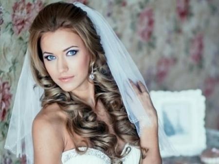 Свадебные прически - распущенные волосы. Как сделать красивую свадебную прическу с распущенными волосами?