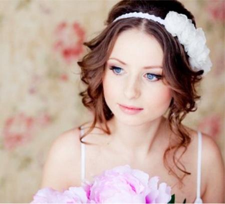 Прически на свадьбу на средние волосы. Варианты отличных свадебных причесок на средних волосах.