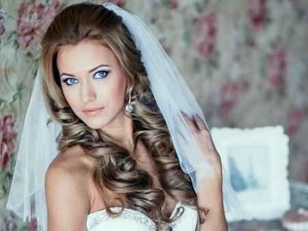 Прическа на свадьбу с фатой. Несколько вариантов свадебных классических причесок с фатой – традиционным аксессуаром любой свадьбы.