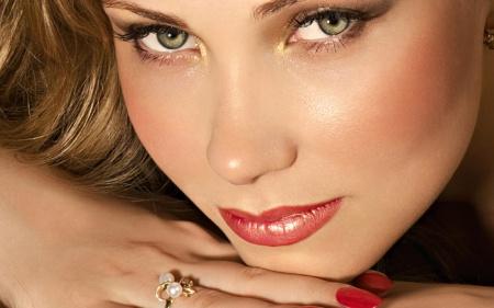 Макияж на каждый день для зеленых глаз. Как сделать повседневный макияж для зеленых глаз?
