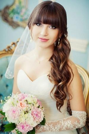 Свадебные прически с прямой челкой. Красивые варианты