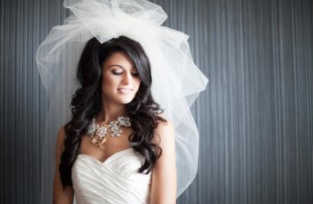 Красивые свадебные прически с фатой. Особенности