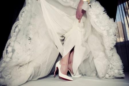 Подбираем туфли к свадебному платью правильно